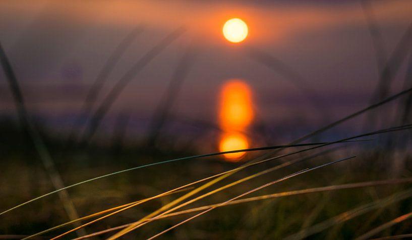1140 Sunset over the North Sea van Adrien Hendrickx