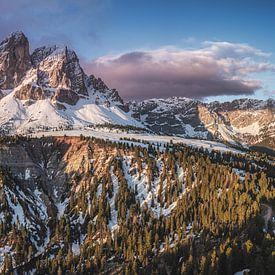 Wützjoch mit Peitlerkofel in den Dolomiten von Jean Claude Castor