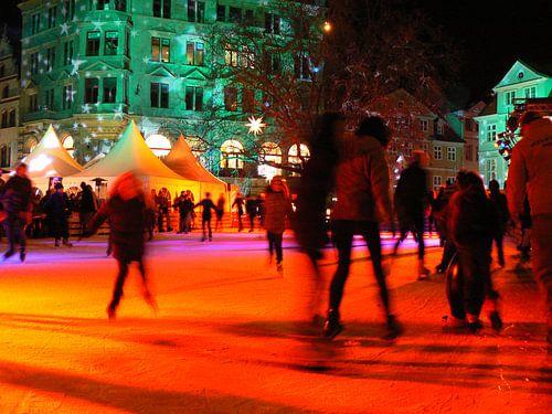 Ice Skaters at illuminated van Barbara Hilmer-Schroeer
