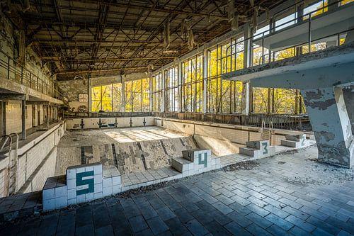 """Zwembad """"Lazúrnyj"""" of Azure in Pripyat nabij Tsjernobyl"""