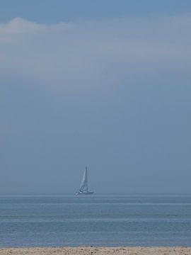 Zeilboot op zee van Rinke Velds