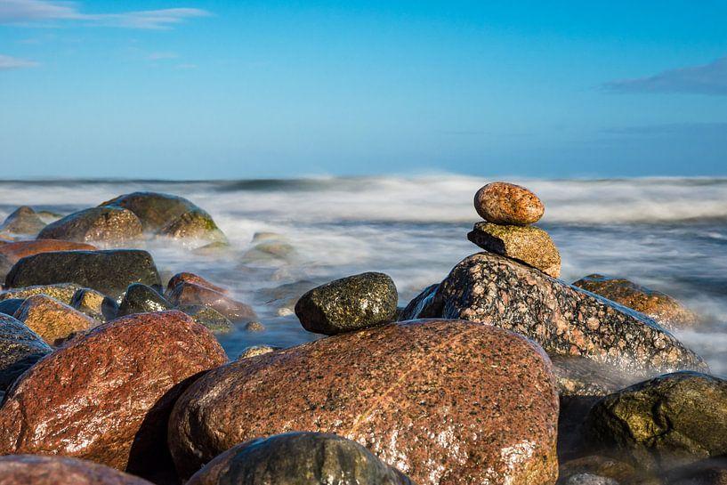 Stones on shore of the Baltic Sea van Rico Ködder