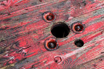 Urbex, rood hout, industrie van Ada van der Lugt