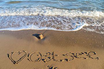 Das deutsche Wort Ostsee geschrieben in den Strand an der Ostsee von MPfoto71