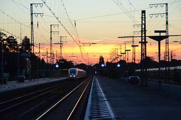 Inter City Express (ICE) mit Sonnenuntergang von Jeroen Franssen