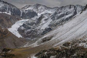 Blick auf einen Gletscher. von Rick Ermstrang