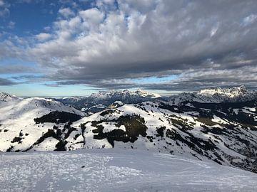 Mountain peaks Austria - Saalbach-Hinterglemm van Floor Gordinou de Gouberville