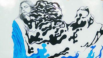Vrouw in de wind. van Foto Hal