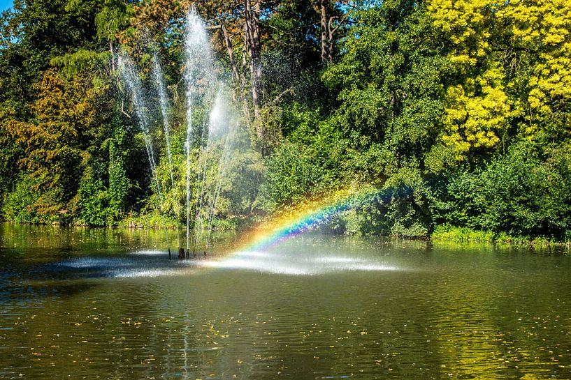 Utrecht-Julianapark Fontein met regenboog van Jaap Mulder