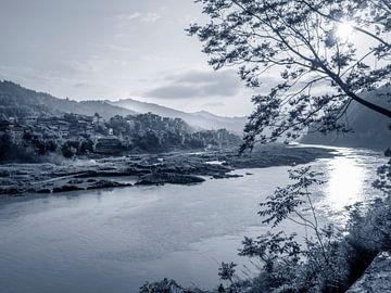 Zonsopgang op de Shijiang river, China, nabij Sanjiang, Guillin van Ruurd Dankloff