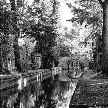 De Nieuwegracht in Utrecht in de herfst in zwart-wit (2) van De Utrechtse Grachten