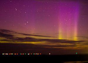 Noorderlicht boven Waddenzee van
