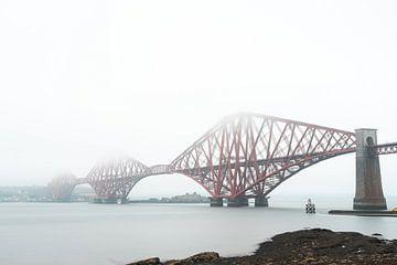 Die vierte Brücke in Schottland im Nebel von Niels Eric Fotografie