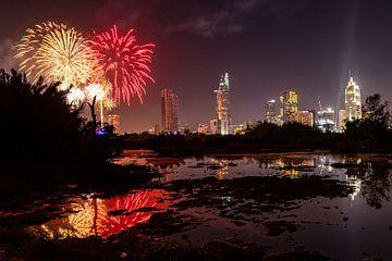 Vuurwerk boven Saigon van Roland Brack