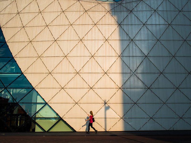 Vrouw en architectuur van Fokko Muller