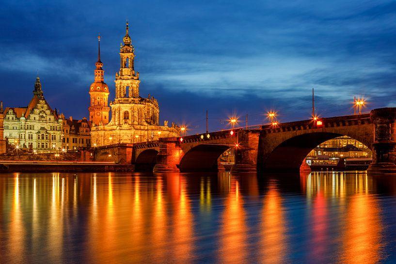 Augustusbrücke und Hofkirche Dresden van Daniela Beyer