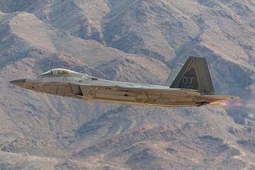Take-off van een F-22 Raptor tijdens Aviation Nation airshow op Nellis AFB in 2016.  Indrukwekkend v van Jaap van den Berg