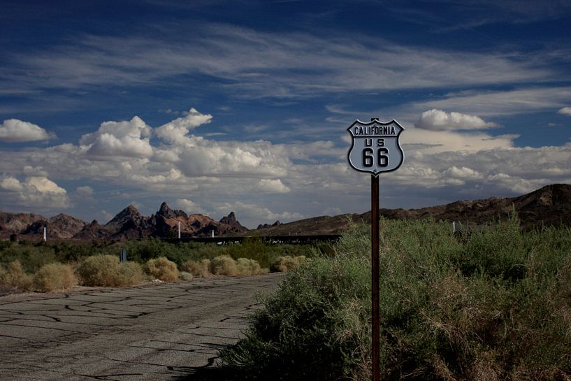 Route 66 in Californie/Arizona van Louise Poortvliet