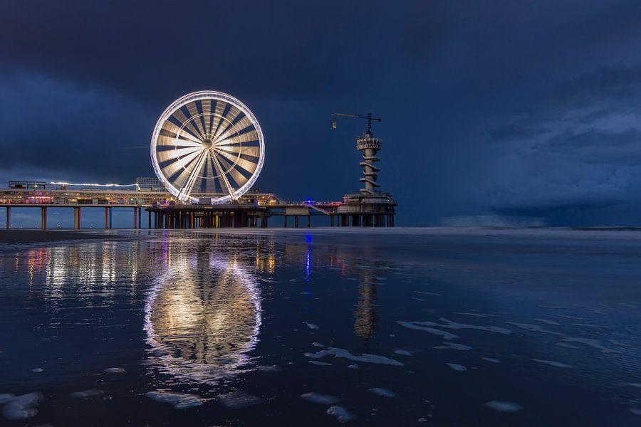 Pier Scheveningen en reuzenrad in de nacht van Rob Kints