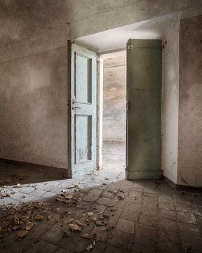 Licht door de openslaande deuren van