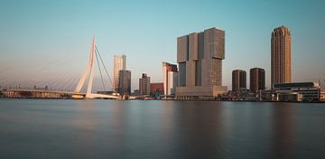 De skyline van Rotterdam in de winter van OCEANVOLTA