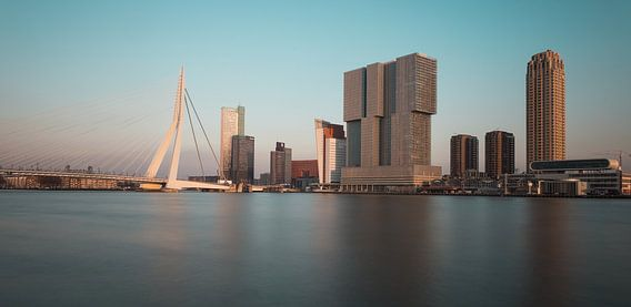 De skyline van Rotterdam in de winter