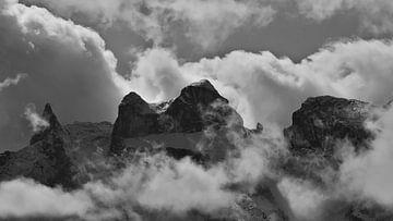 De drie torens in de zee van wolken