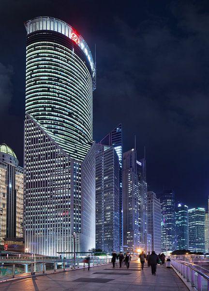gratte-ciel impressionnants à Shanghai au crépuscule sur Tony Vingerhoets