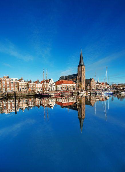 De Zuiderhaven van Harlingen gespiegeld