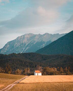 Huisje in de bergen van Oostenrijk van Kevin IJpelaar