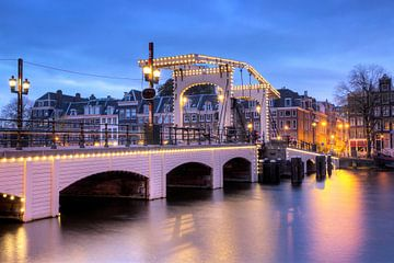 Magere brug blauwe uur von Dennis van de Water