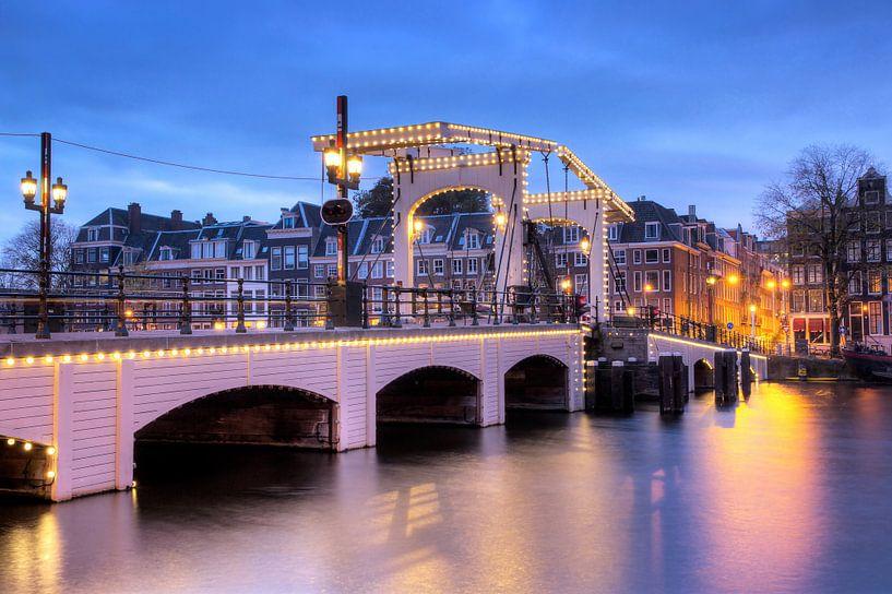 Magere brug blauwe uur van Dennis van de Water