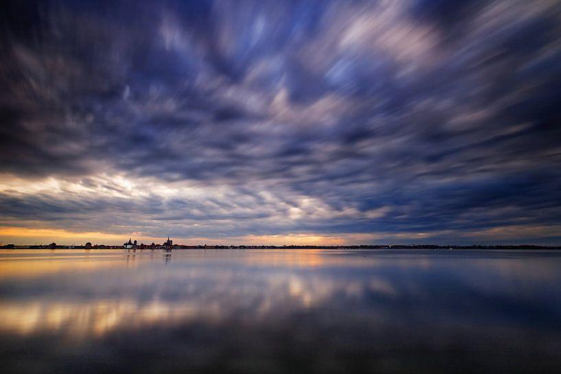 Surreales Licht über dem Strelasund von Felix Lachmann
