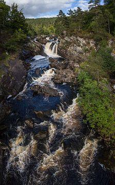 Schotland Waterval  Scotland Waterfall Highlands Rogie Falls Inverness area van Ronald Groenendijk