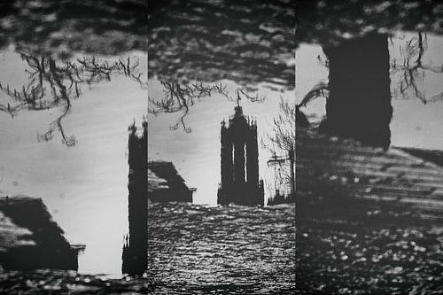 Drieluik van gespiegelde Dom in UTrecht in een waterplas op de Neude