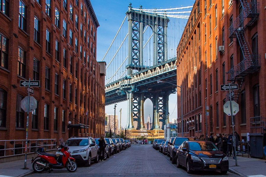 Brooklyn bridge vanaf Washingtonstreet van Sjoerd Tullenaar