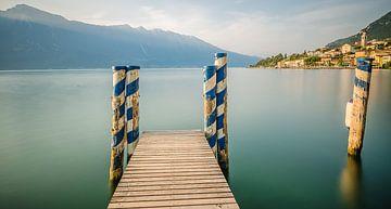 Gardameer in Limone sul Garda in Italie van Erik Borst