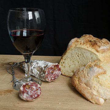 Wijn & worst stilleven van Lieselotte Stienstra