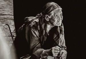 In gedachte verzonken Tibetaanse vrouw van Edzard Boonen