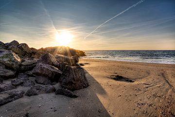 Strand Brouwersdam aan de Noordzee, Zeeland von Rob van der Teen