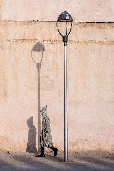 Djellaba onderweg - Marokko straatfotografie