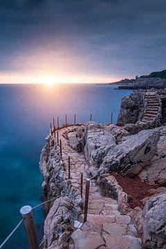 Sonnenuntergang über dem Cap d'Antibes von Yannick Lefevre
