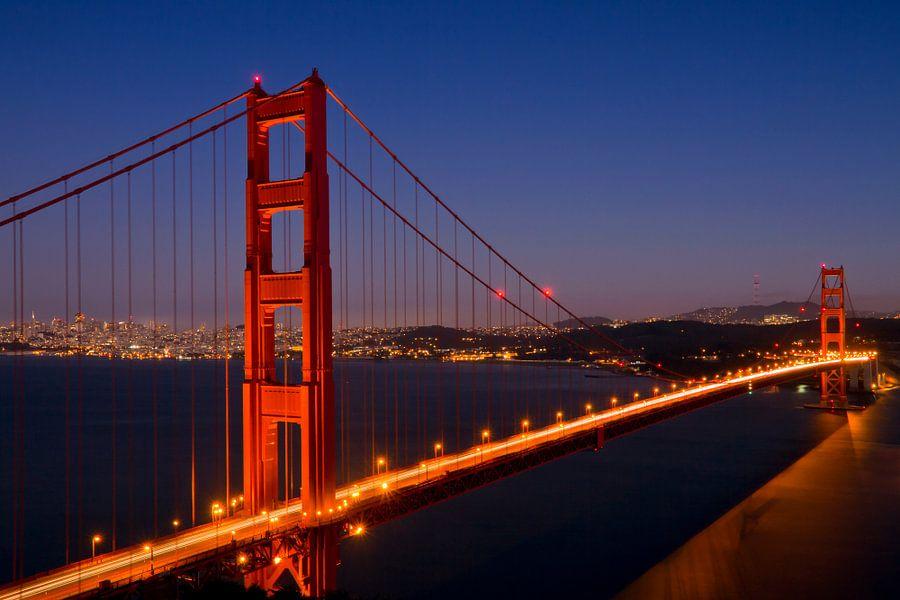 Golden Gate Bridge at Night von Melanie Viola