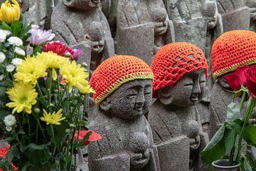 Beeldjes in de Hasedera tempel in Kamakura, Japan van