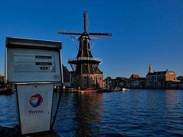 Spaarne gezicht op Haarlem bij Molen de Adriaan van Remco van Kampen