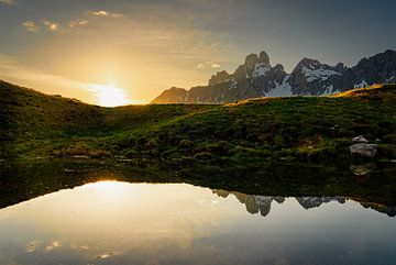 """Berglandschap """"Spiegeling zonsondergang"""" van Coen Weesjes"""
