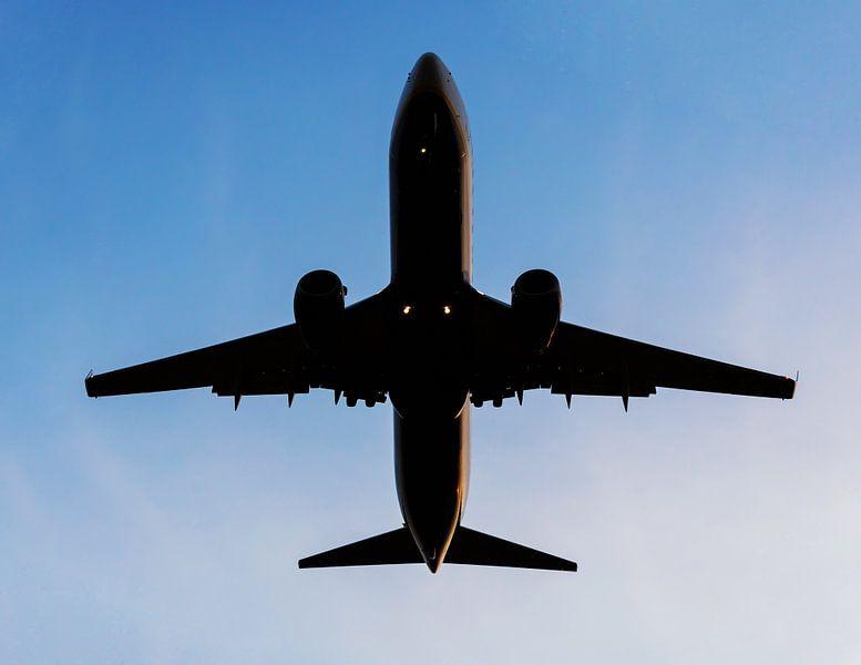 Un avion dans le ciel sur Frank Herrmann