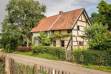 Vakwerkhuisje in Mechelen Zuid-Limburg van John Kreukniet