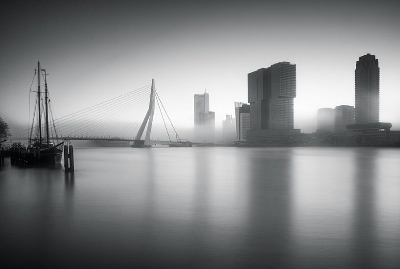 Mistige ochtend in Rotterdam van Ilya Korzelius