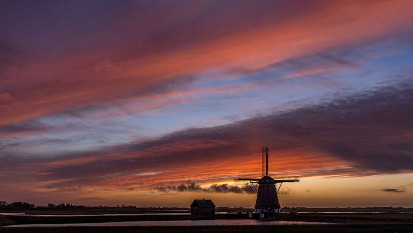 Molen Het Noorden Texel zonsondergang stilte voor de storm van Texel360Fotografie Richard Heerschap